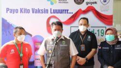 pelaksanaan vaksinasi covid 19 bagi 4400 masyarakat Sumsel yang digelar di Politeknik Pariwisata (Poltekpar) Palembang, Kamis (9/9).