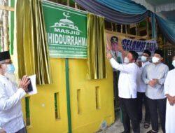 Gubernurt Tandatangani Prasasti Peresmian Masjid Tauhiddurahman