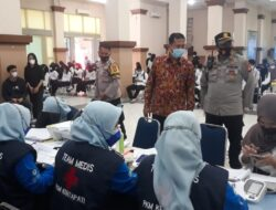 Kamsri Polsri Salurkan Vaksinasi di Kawasan Padat Penduduk