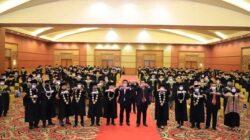 Wisuda ke-1 Magister Manajemen Pasca Sarjana dan Wisuda ke-35 Strata 1 (S1) STIE APRIN Tahun Akademik 2020/2021 yang dilaksanakan di Ballroom Hotel Aryaduta Palembang, Kamis (23/9) pagi.