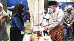 Gubernur Sumsel H Herman Deru saat membuka Bazar UMKM Bersama Sumsel Maju diselenggarakan oleh Bank Sumsel Babel dan ICSB Sumsel di Garden Rambang Semesta Palembang, Selasa, (28/9).