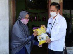 Ratu Dewa Distribusikan Paket Sembako Bantuan Pemkot Palembang