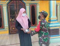 Warga Desa Karya Usaha Terima Bantuan Obat Dari Babinsa Koramil 402-09/Mesuji
