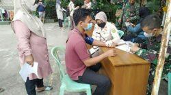 vaksinasi tahap kesatu kepada masyarakat umum bertempat di Lapangan Volly Rumkit TK. IV 02.07.05 dr. Noesmir Baturaja, Kabupaten OKU, Kamis (14/10/2021).