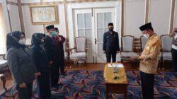 Pengambilan sumpah tersebut dipimpin langsung oleh Wali Kota Palembang H Harnojoyo di rumah Dinas Walikota, Jalan Tasik, Palembang, Selasa [5/10].